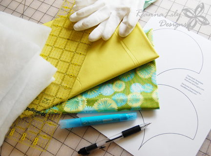 Clamshell Throw Pillow Quilt Tutorial on Sew Mama Sew by Jen Eskridge | The Quilted Clamshell