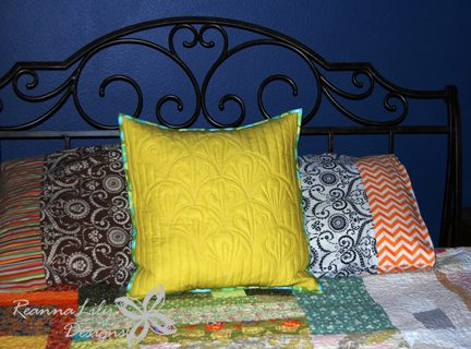 Clamshell Pillow Tutorial on Sew Mama Sew Blog