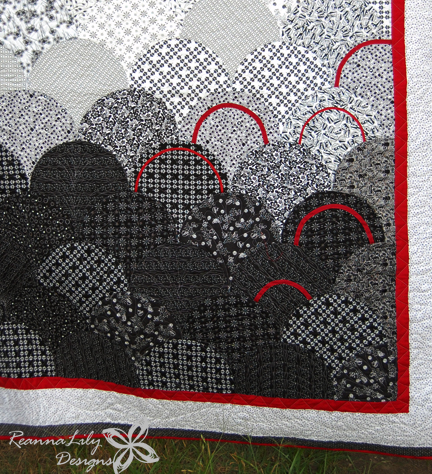 Glam Clam Quilt Pattern stitched and quilted by Jen Eskridge